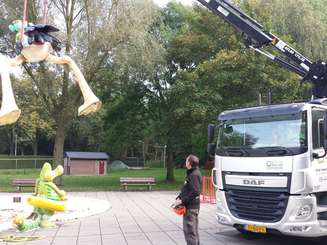 Vrachtwagen met Kraan Tom van den Heuvel te Venlo - 4