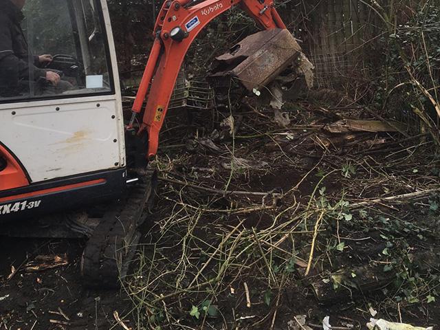 Struiken Tuin Verwijderen Mini Graver - Tom van den Heuvel te Venlo.